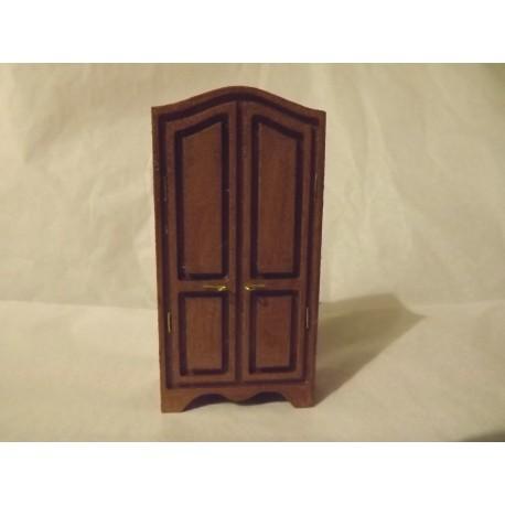 Armoire en bois (portespleines fermées)  9cm de haut