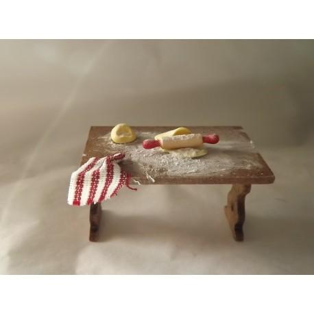 Table de cuisine garnie, modèle a.  3,2cm de haut