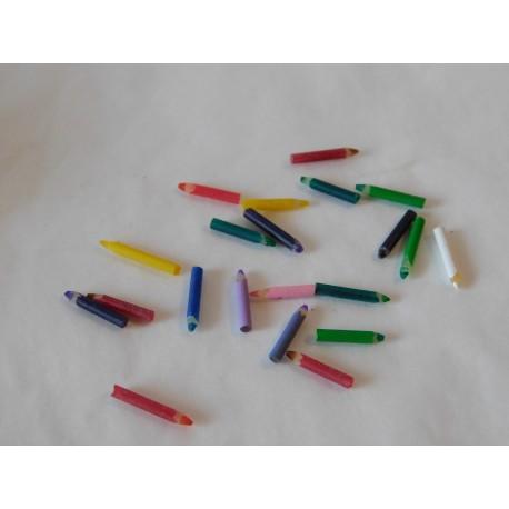 Lot de 10 crayons  0,8cm de haut
