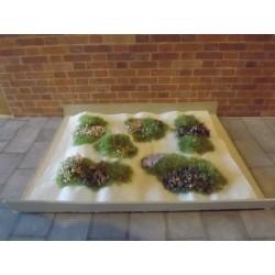 Parterres d'herbe avec petits cailloux